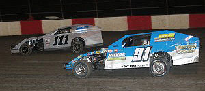 Chase Austin (111) battles Eddie Schwope (91) for the lead in the USRA B-Mod feature. (Reed Bros. Racing Photos)